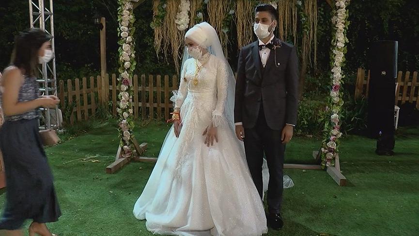 Yasak kalktı, sosyal mesafeli düğün sezonu açıldı