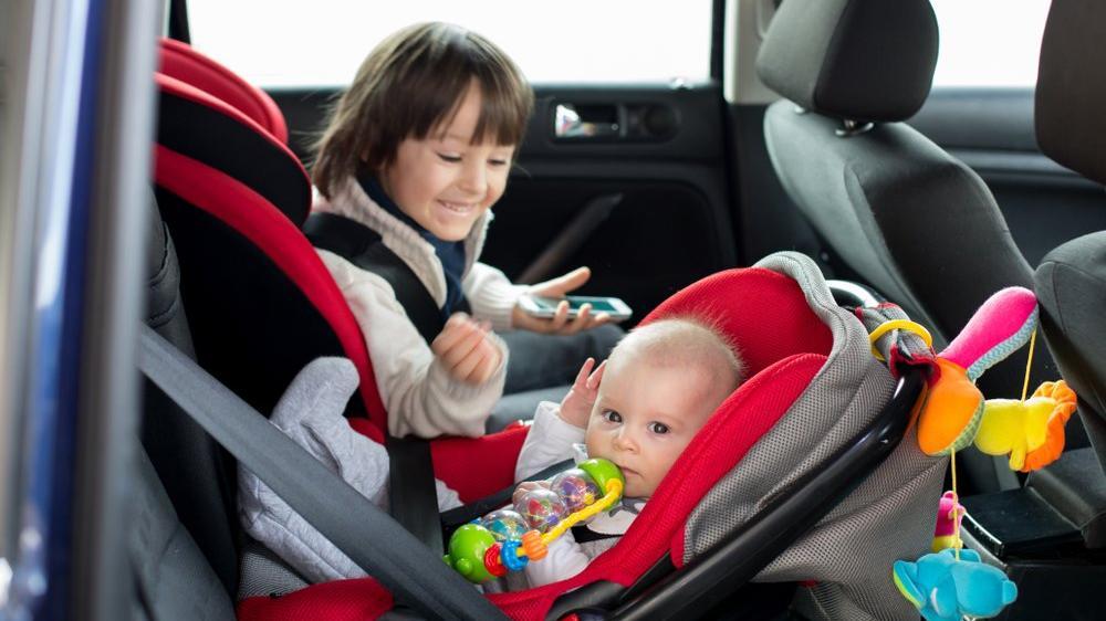 Çocuklar için araba koltuğunun önemi nedir?