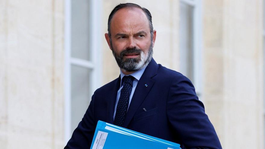 Fransa'da şok: Başbakan istifa etti