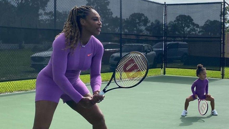 Serena Williams, bu kez korta kızıyla çıktı