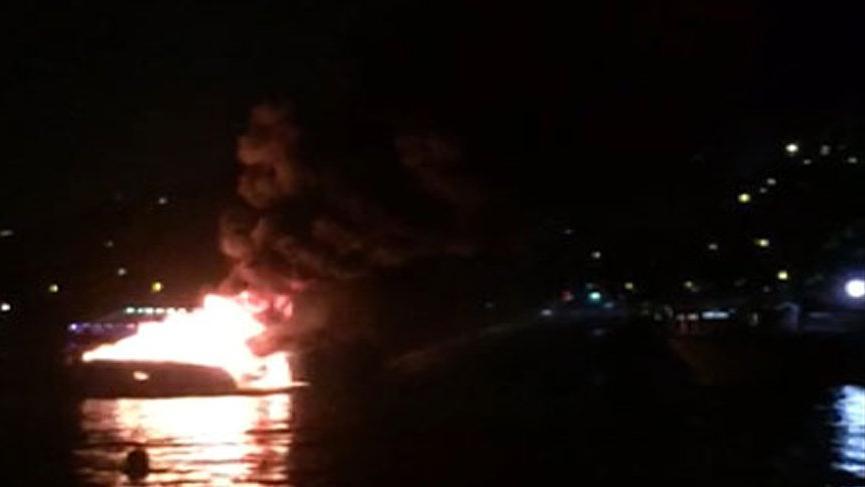 İstanbul Boğazı'nda tekne yangını!