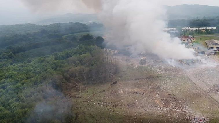 Sakarya'daki patlama sonrasında bölgede deprem yarığı gibi yarık oluştu
