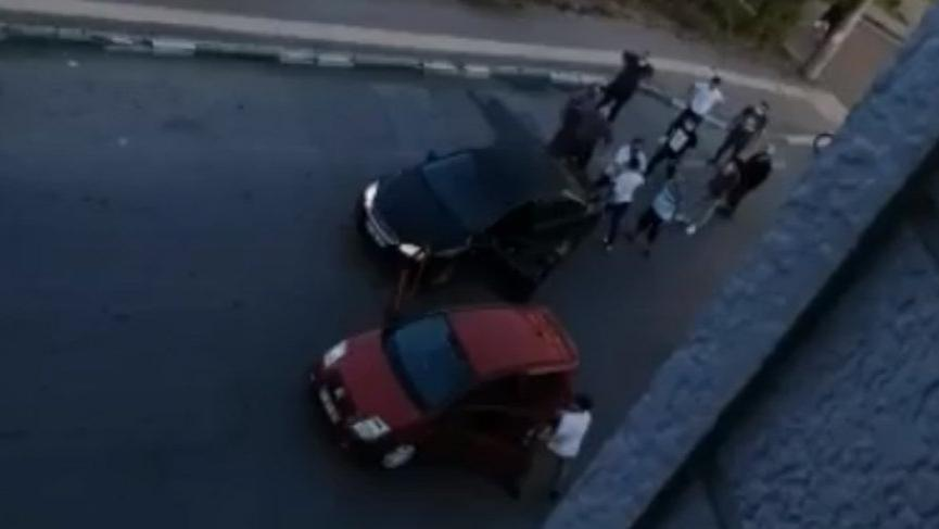 Trafikte tartıştığı gençlere silah çekti