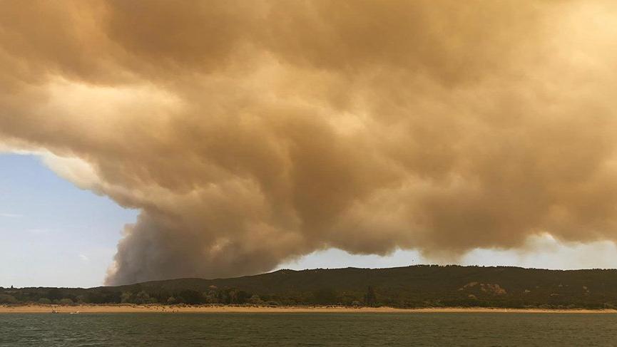 Çanakkale'de korkutan yangın... Dumanlar tüm boğazı kapladı