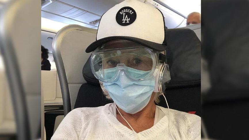 Helen Mirren, uçaktaki haliyle şaşırttı