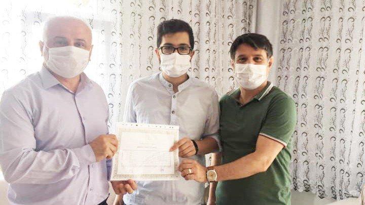 Kanser hastası Mahmut diplomasına kavuştu