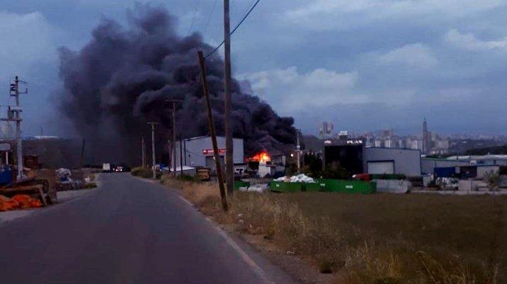 Kocaeli'de fabrikada korkutan yangın