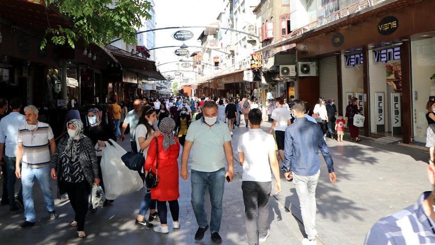 Vaka artışı tehlikeli boyuta ulaşan Gaziantep'te birçok kişi kurallara uymuyor!
