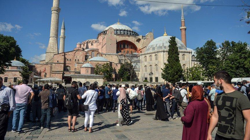 Danıştay'ın kararı sonrası Ayasofya önünde toplanmalar başladı!