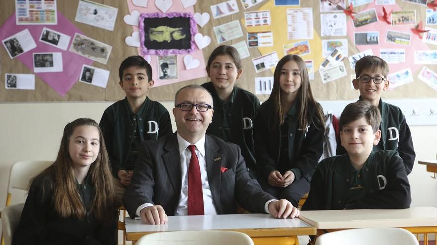 Atatürk ilkeleriyle öğrenciler yetişir