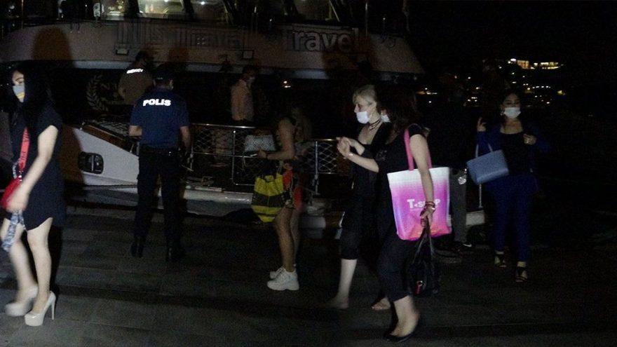 Bilinçsiz düzenlenen yat partisine polis baskını