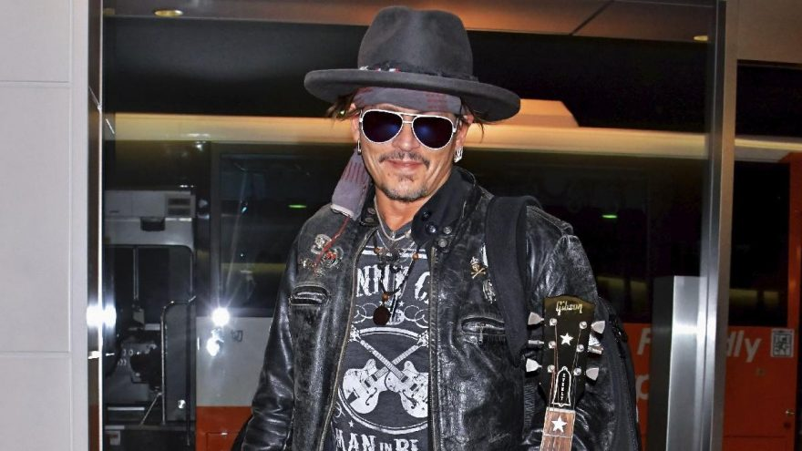 Johnny Depp'ten `Boston uçağı´ özrü