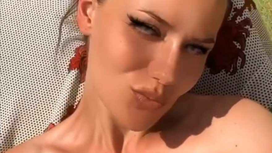 Fahriye Evcen filtreli güneşlendi!