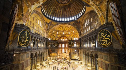 Sedat Bornovalı: Ayasofya'da cemaat turistler için bir engel değil ama...