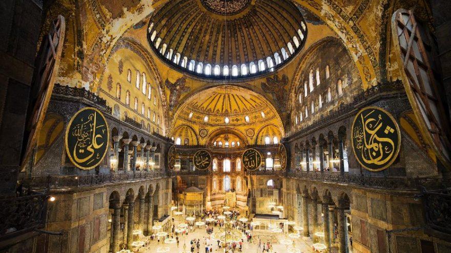Sedat Bornovalı: Ayasofya'da cemaat turistler için bir engel değil ama…