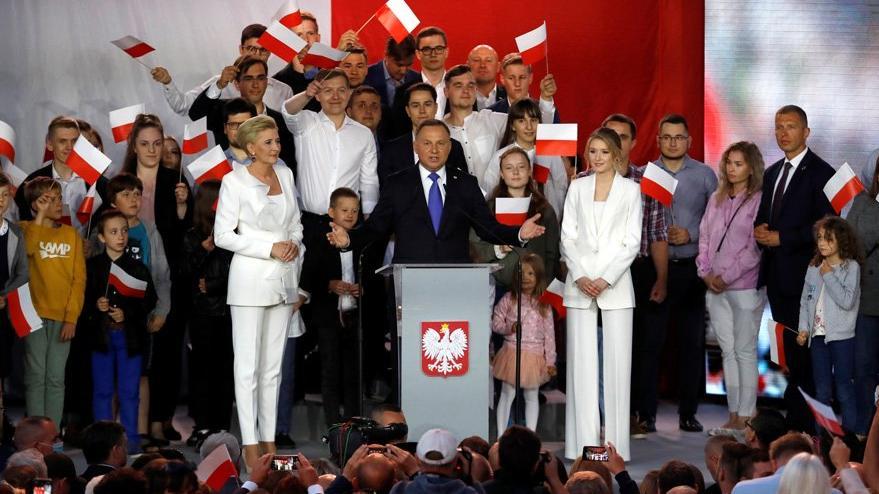 Polonya'da cumhurbaşkanı Duda zafer kazandı