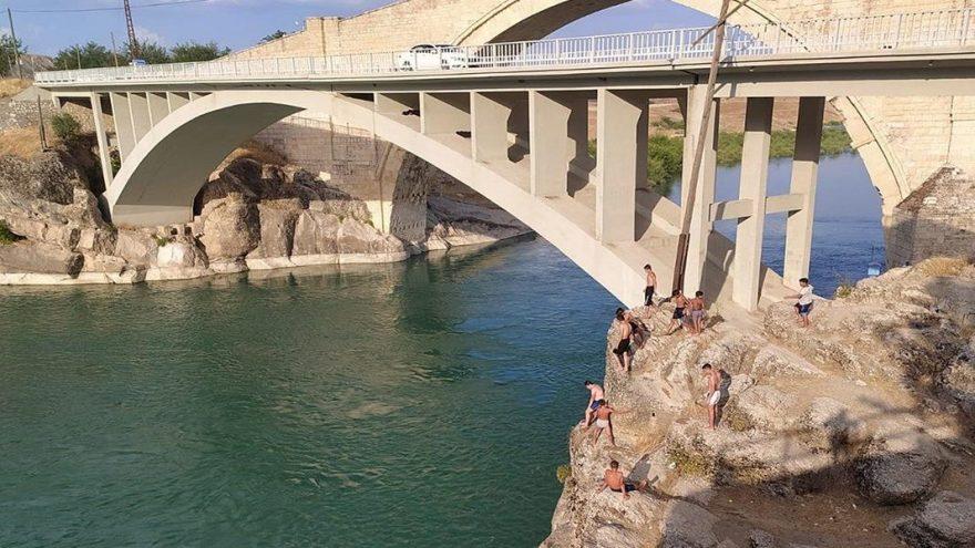 Corona virüsü nedeni ile tatile çıkamayan vatandaşlar Malabadi Köprüsüne akın etti