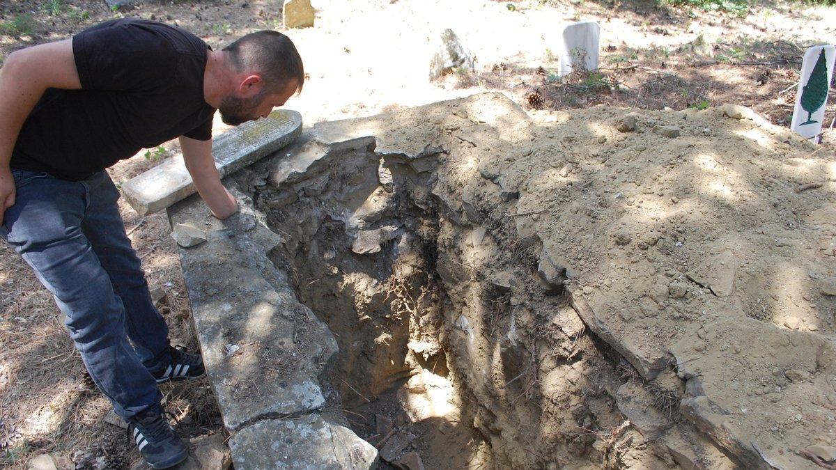 72 yıl önce ölen adamın mezarını talan ettiler