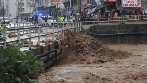 Rize felaketi yaşadı: 2 ölü, 10 yaralı