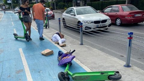 Elektrikli scooter kullanan iki kadın kafa kafaya çarpıştı!