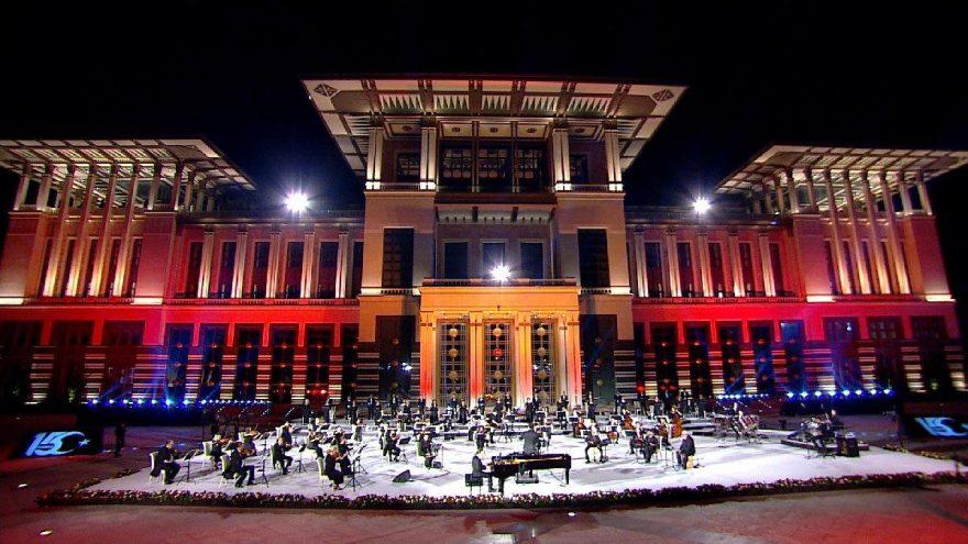 Fahir Atakoğlu'ndan '15 Temmuz' bestesi