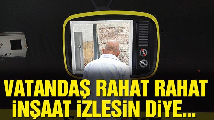 Vatandaş inşaatı rahatça izlesin diye TV biçimli delik açtılar