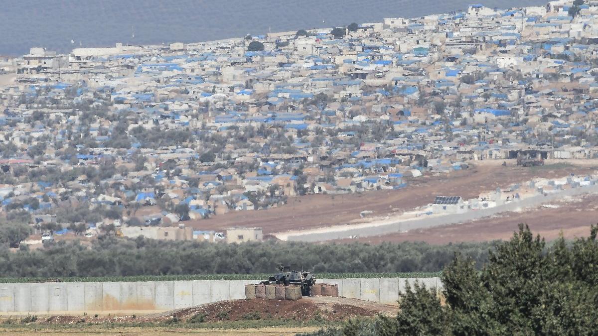 Dünyanın en büyük mülteci kampı artık Türkiye sınırında: Atme Kampı tehdit oluşturuyor