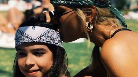 Annesinden Çağla Şıkel'e: Kız çocuğun olmalı