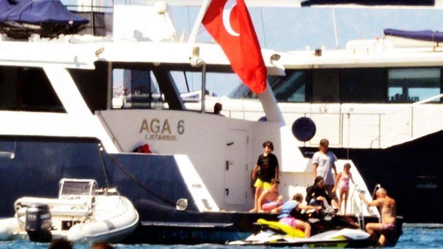 Trabzonspor'un eski başkanı Hacıosmanoğlu Ağaoğlu'nun yatında tatilde