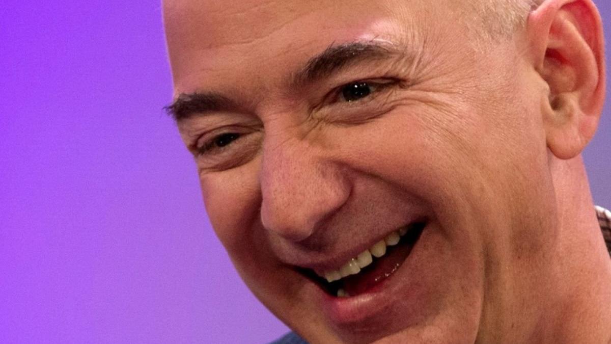 Jeff Bezos 24 saatte en fazla para kazanan insan olarak tarihe geçti