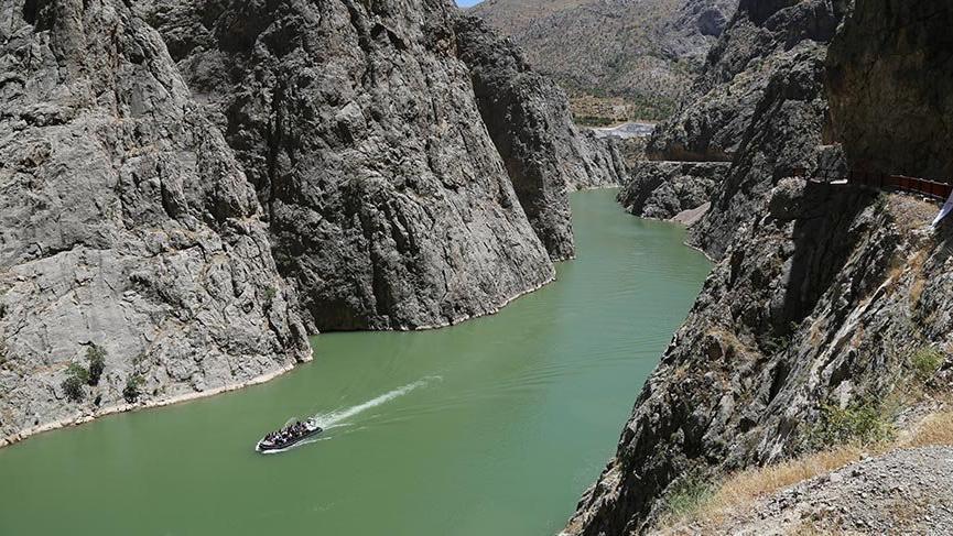 Dünyanın ikinci büyük kanyonunda zipline ve tekne keyfi
