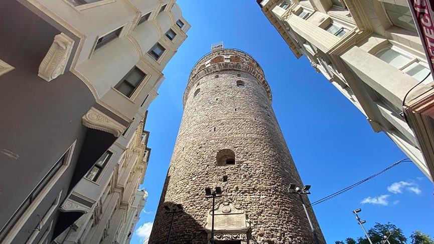 Ebabil kuşları için Galata Kulesi'nin etrafındaki iskeleler söküldü
