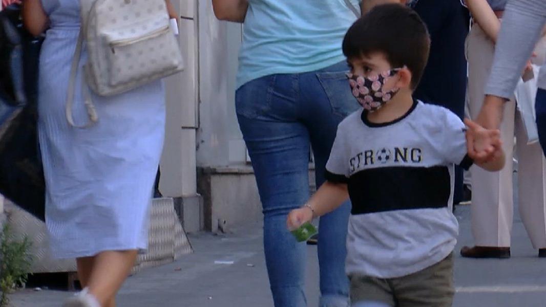 Çocuklara desenli maske taktırırken dikkat!