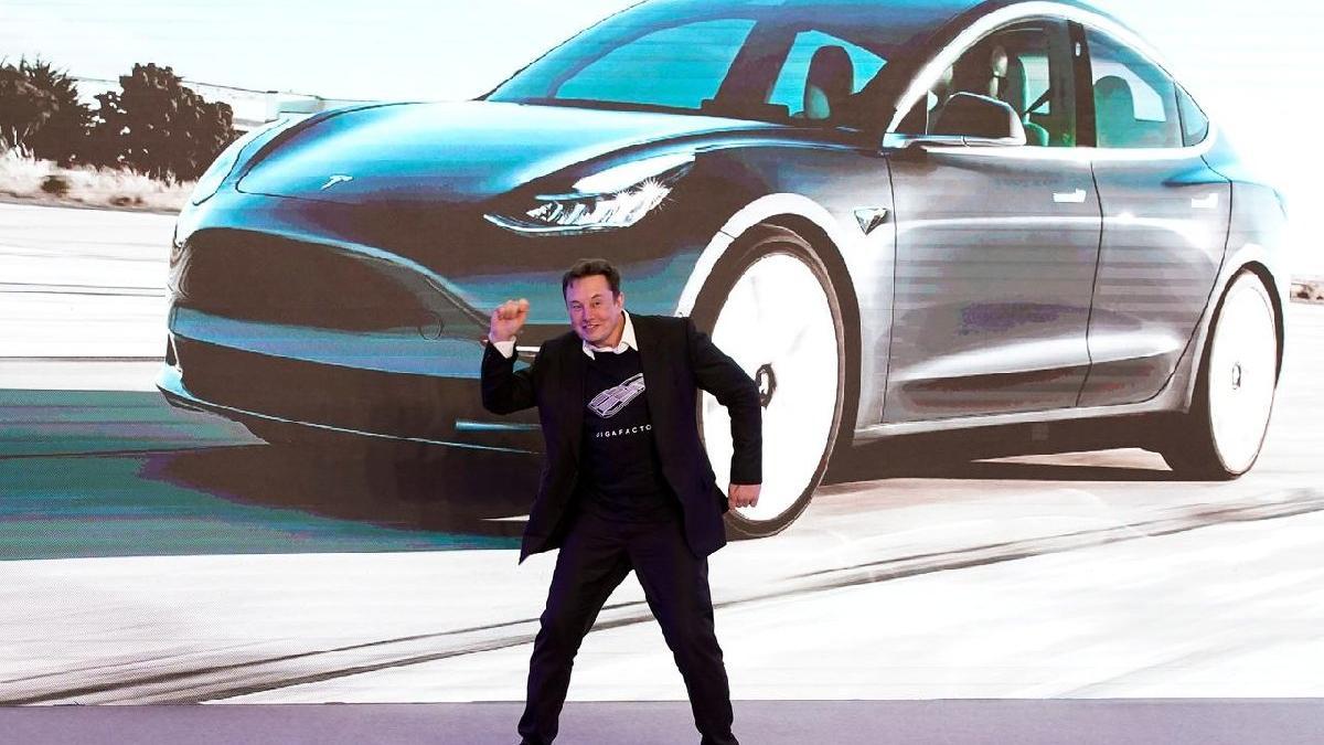 Elon Musk Açıkladı Hedefimiz 1000 Km Menzil - www.dergikafasi.com