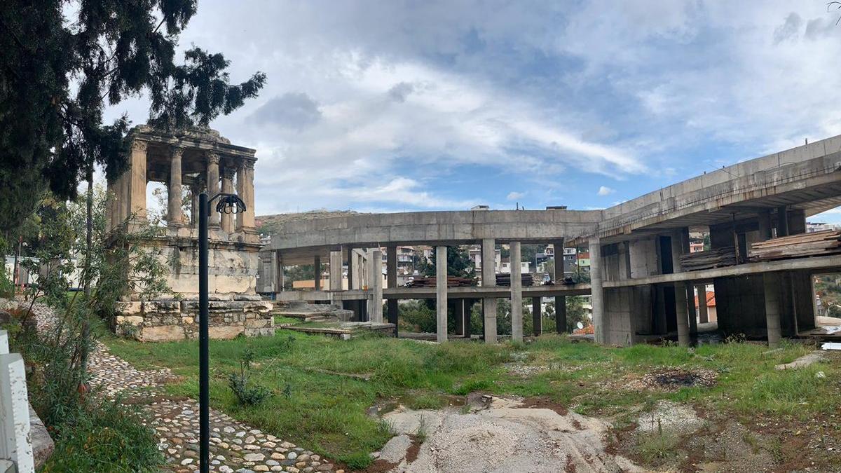 2 bin yıllık tarihe beton döküldü
