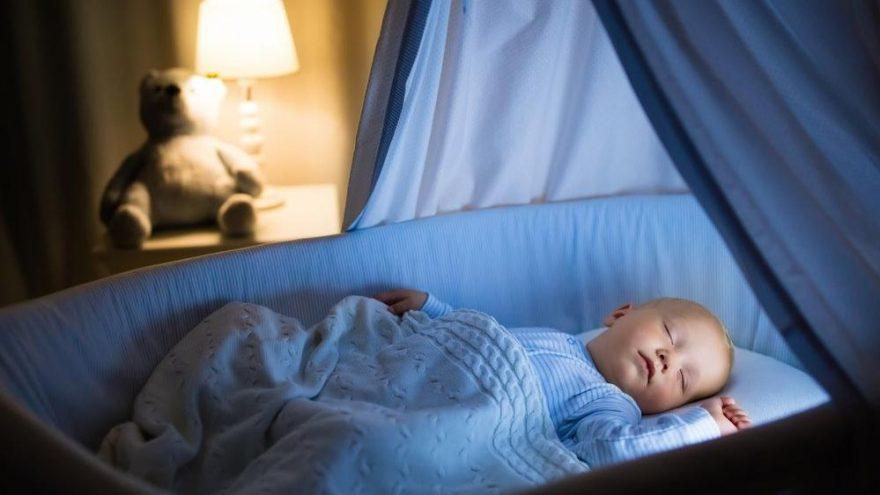 Yenidoğan bebekler günde kaç saat uyumalı? Bebeklerde uyku düzeni tablosu…