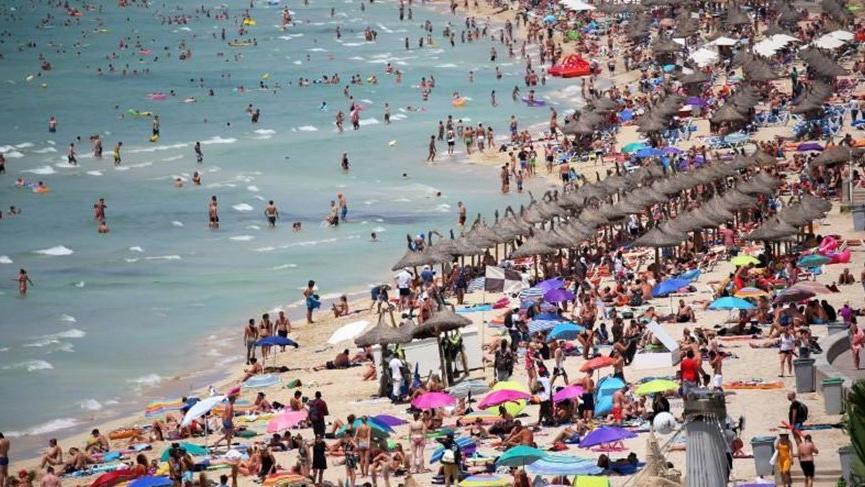 İngiltere, İspanya'dan gelenler için karantina uygulayacak