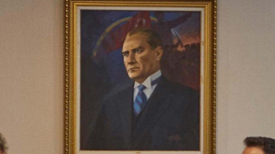 Yeni genel merkeze özel Atatürk portresi
