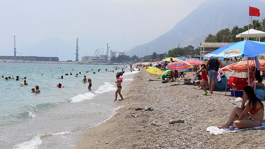 Antalya'da deniz suyu, havadan sıcak