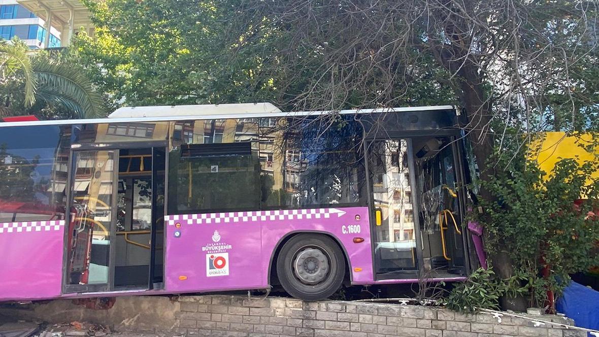 Kadıköy'de otobüs kazası: Yaralılar var