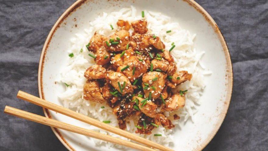 Çin usulü ballı susamlı çıtır tavuk ve yasemin pilavı tarifi…