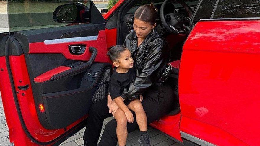 Kylie Jenner kızı Stormi için 200 bin dolar değerinde Midilli aldı