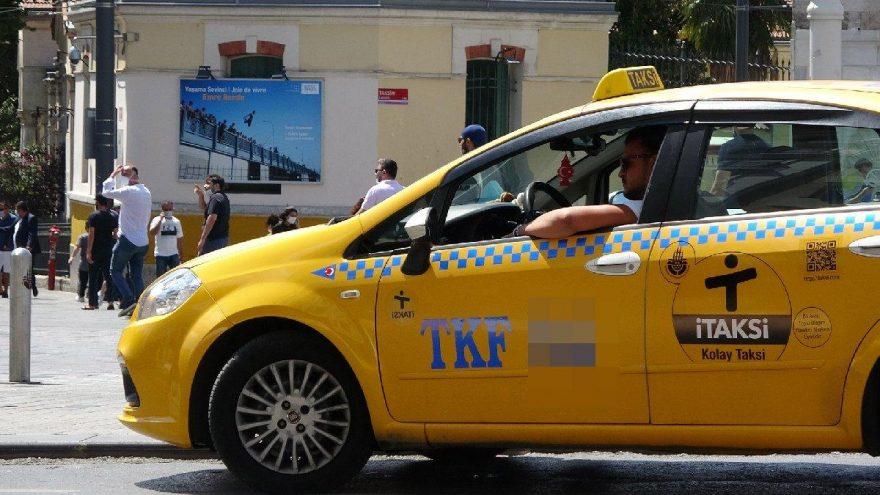 Taksim'de taksicilerin maske umursamazlığı