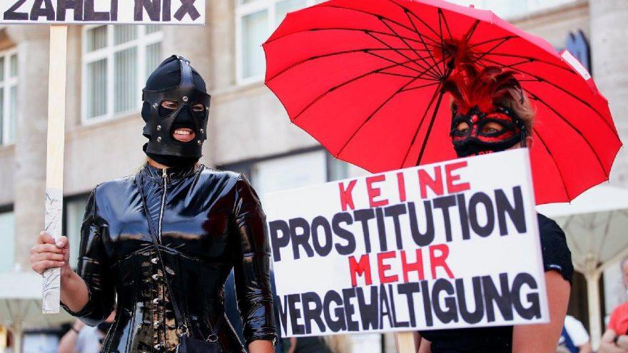 Almanya'da seks işçileri sokağa döküldü: Artık para kazanmak istiyoruz
