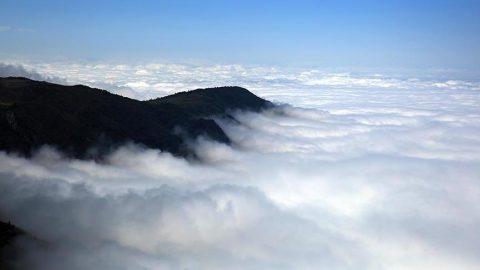 Bulutların üzerindeki İkizdere Vadisi