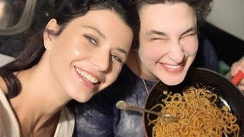 Makarna Esra'dan selfie Beren Saat'den...