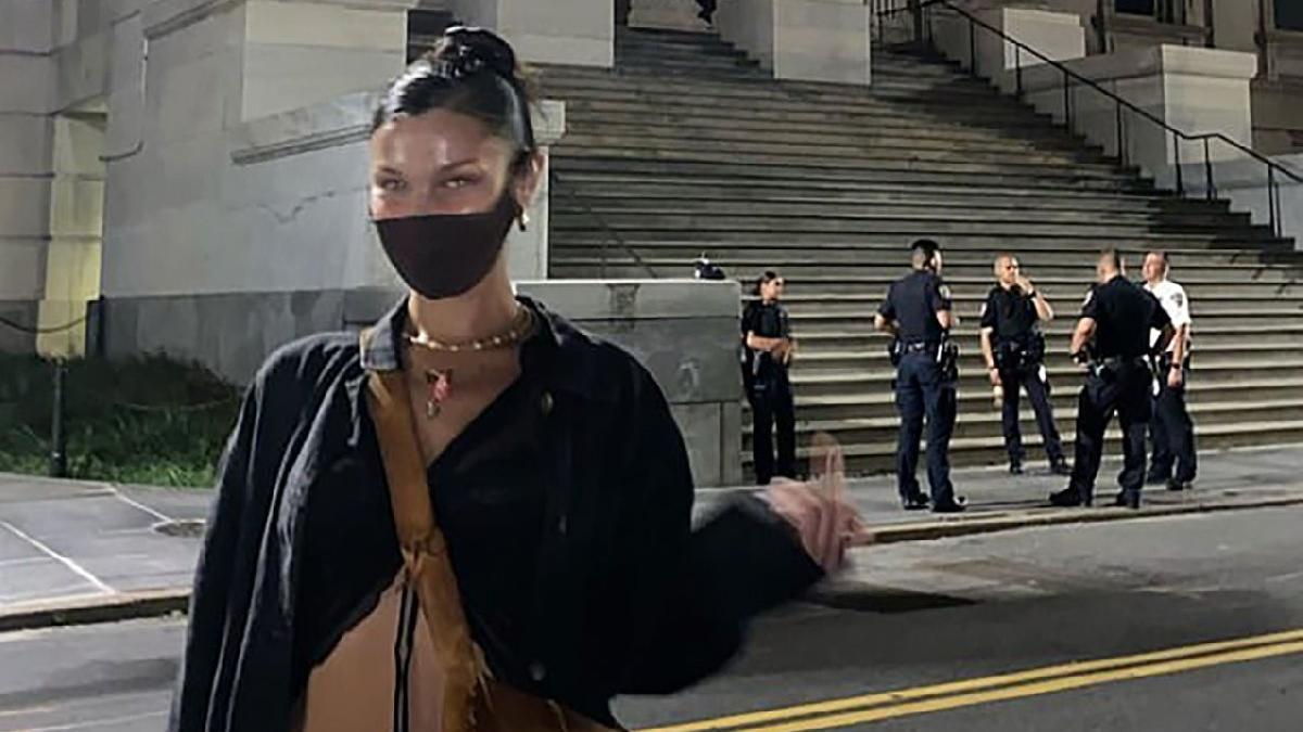 Bella Hadid'den maske takmayan polislere şoke eden hareket!