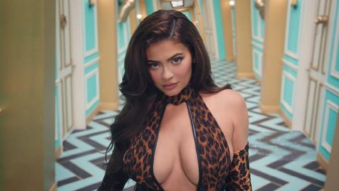Kylie Jenner'dan klip sürprizi