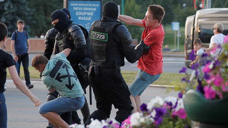 Belarus şaibeli olduğu iddia edilen seçimlerin ardından karıştı!