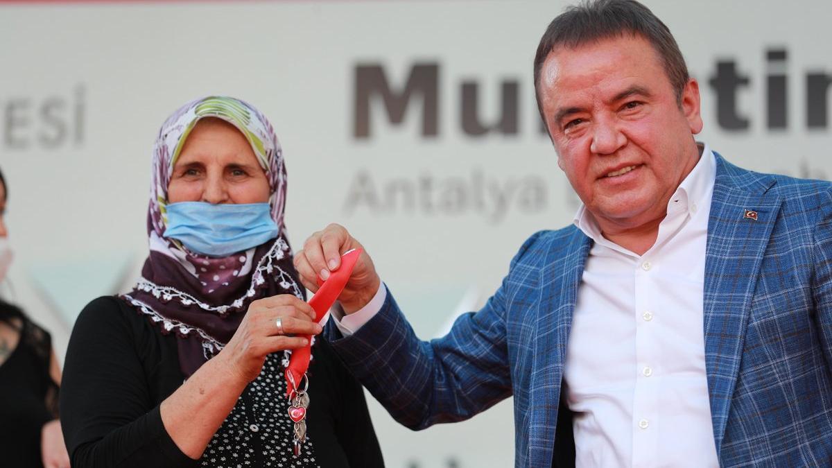 Antalya Büyükşehir Belediye Başkanı Muhittin Böcek'in testi pozitif çıktı